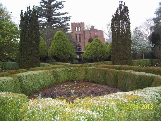 Barnsley Gardens Resort: Manor house ruins and gardens