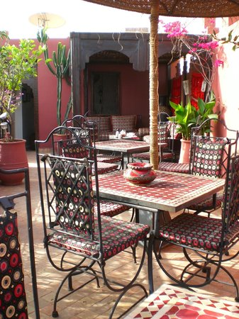 Riad La Porte Rouge: Chilling on the terrace