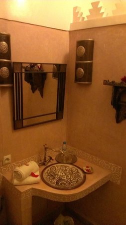 Riad La Porte Rouge: Chadia Bathroom
