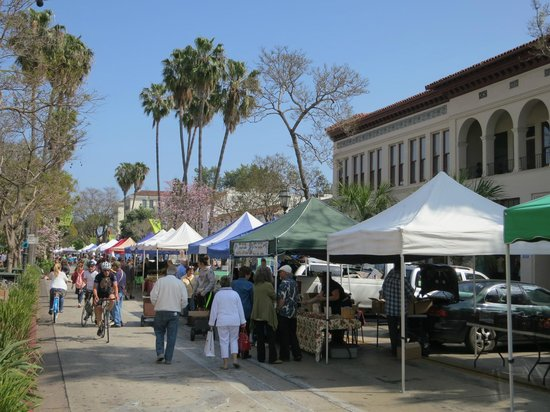 Hotel Santa Barbara: Outdoor Market on State Street