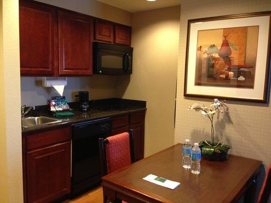 Homewood Suites Miami-Airport West : kitchen