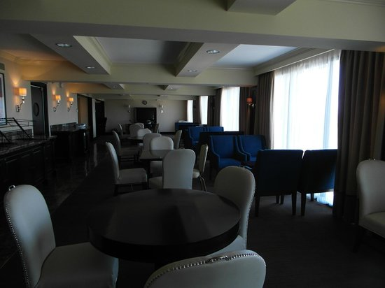 Sheraton Universal Hotel: Club Room