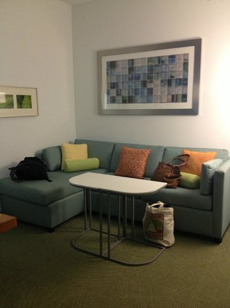 SpringHill Suites Savannah Downtown/Historic District : couch / desk area