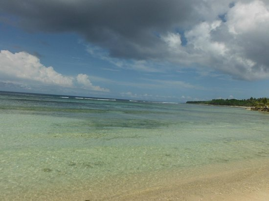 Breakas Beach Resort Vanuatu: Golden Sands as far as you can see