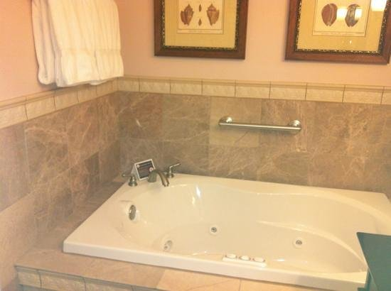 Grand Harbor Inn: jetted tub