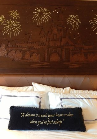 Disneyland Hotel: Head board