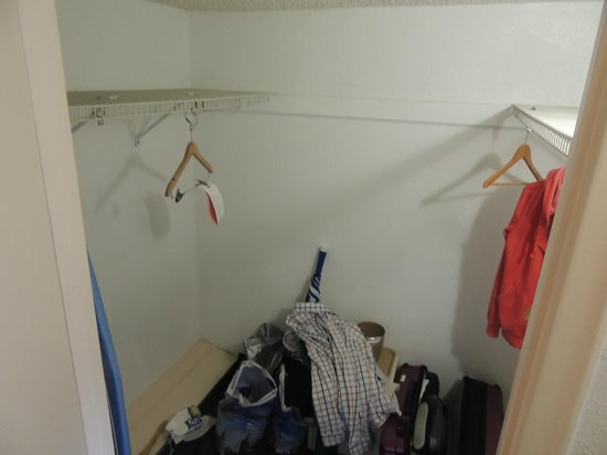 Days Inn Miami Beach / Oceanside: Closet