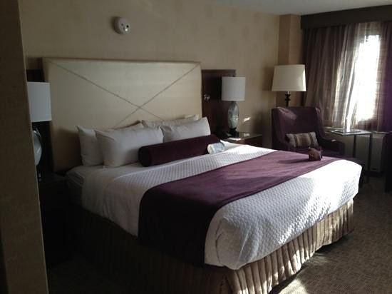 Crowne Plaza White Plains Downtown: King Bed