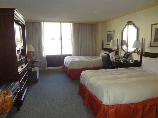 L'Enfant Plaza Hotel: nice,big clean room