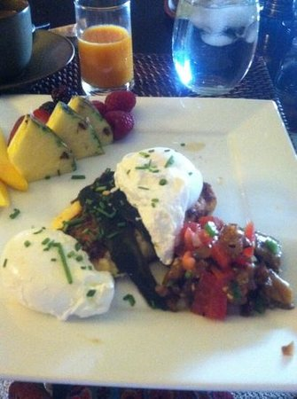Tesoro Inn: polenta marscarpone cake topped with poached eggs