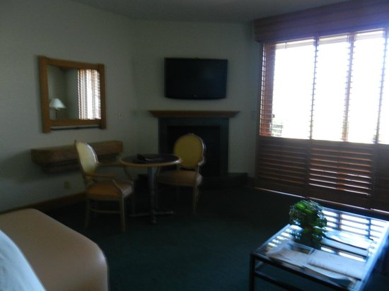 The Lodge at Garden of the Gods Club, Colorado Springs: Room - table with two chairs, fireplace & flat screen.