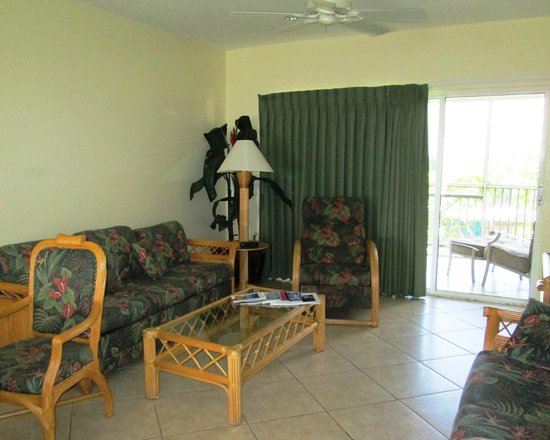 7 Mile Beach Resort and Club: Living are