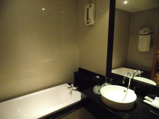 Viva Garden Serviced Residence: Bath Tub