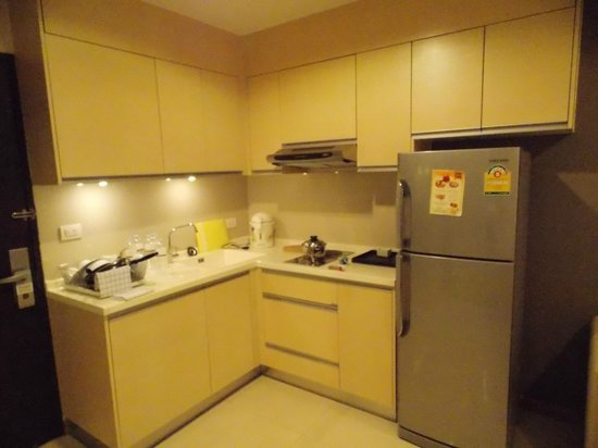 Viva Garden Serviced Residence: Kitchenette