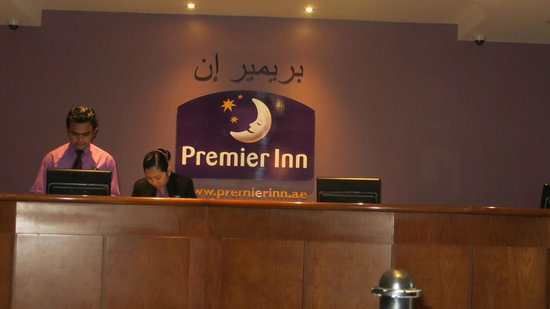 Premier Inn Dubai International Airport: Front Desk