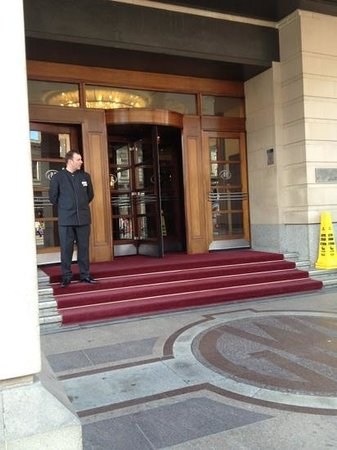 Hilton London Paddington: friendly door men