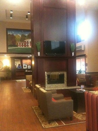 Hampton Inn and Suites Charlottesville - At The University: lobby & gathering rooms