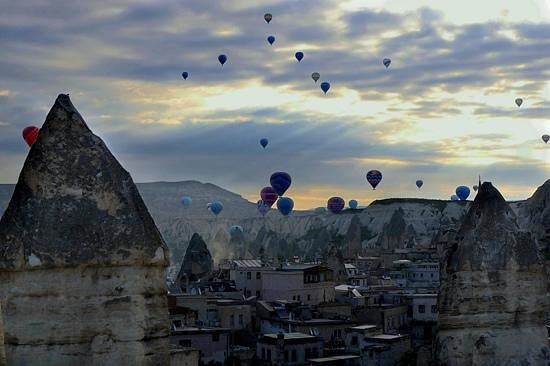 Taskonak Hotel: Balloons Over Goreme