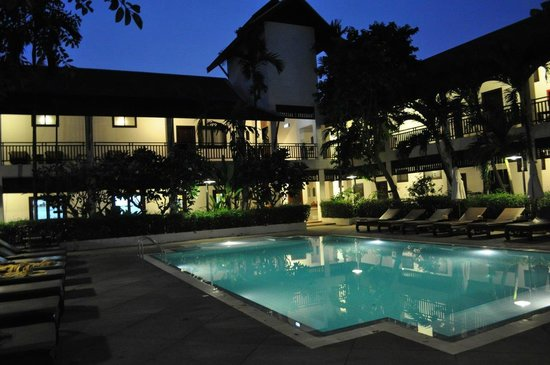 Rimping Village: pool at night