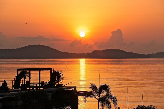 Serenity Resort & Residences Phuket: Morning Sunrise View