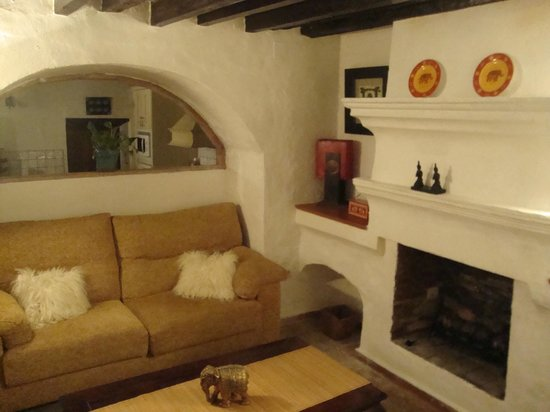 La Villa Marbella - Charming Hotel: sitting room at The Cottage