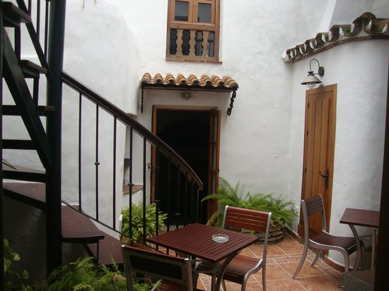 La Villa Marbella - Charming Hotel: The cottage - courtyard area