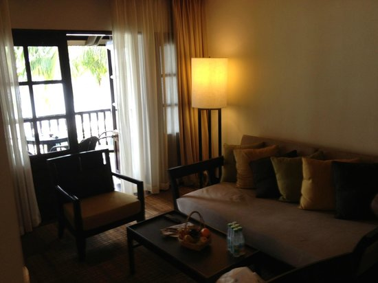 Meritus Pelangi Beach Resort & Spa, Langkawi: Living room of our suite