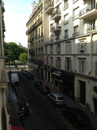 Best Western Premier Elysee Secret: view from our room at the second floor (room 202)