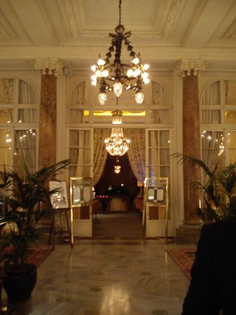 Hotel du Palais : entrance to the main dining area 