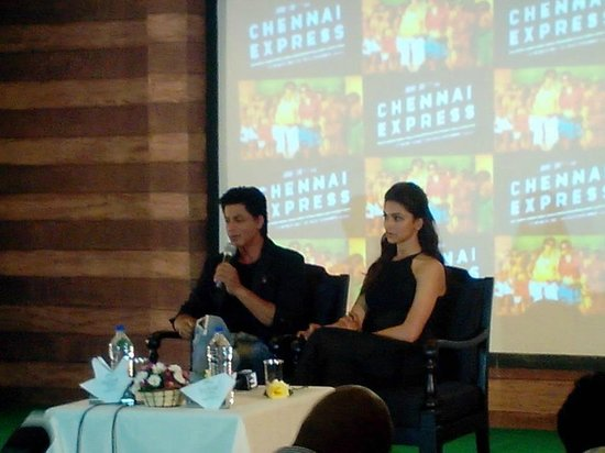 The Silver Tips Munnar: Sharukh and Deepika at SIlvertips for shooting chennai express