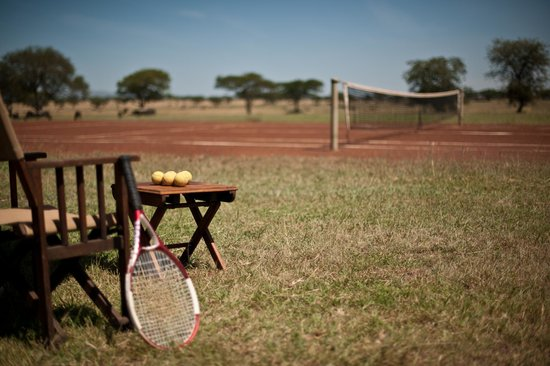 Singita Sabora Tented Camp: Tennis on the plains of Singita Grumeti