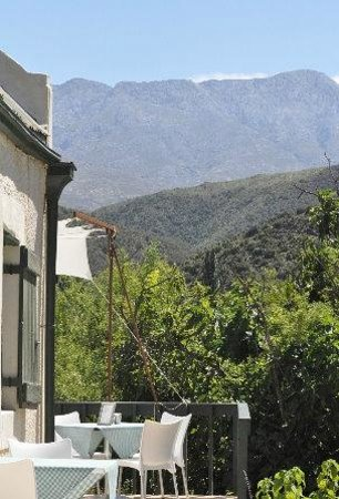 Calitzdorp, Νότια Αφρική: Sitting on the deck looking at the majestic Swartberg Mtns