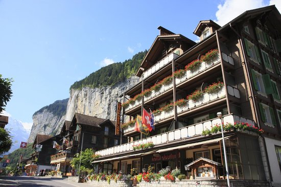 Hotel Oberland: The Hotel in summer