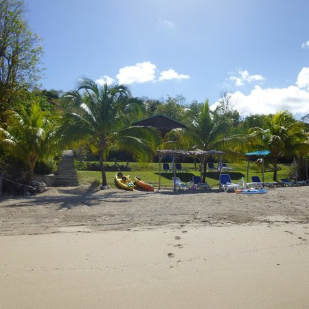 Calabash Cove Resort and Spa: Our bungalow (number 6) from the beach