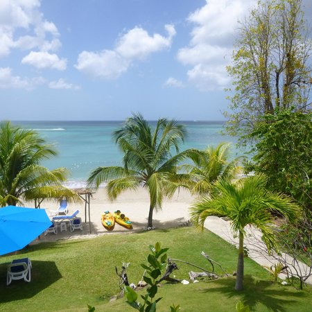 Calabash Cove Resort and Spa : View from the terrace of Cottage 6 