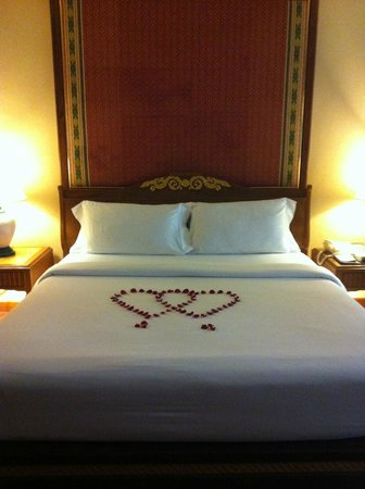Diamond Cliff Resort and Spa: The bed was made like this on the first night