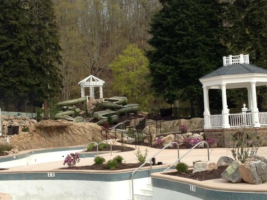Hot Springs, VA: Water slide & lazy river