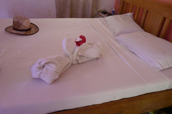Lui Beach Resort: Bed Art