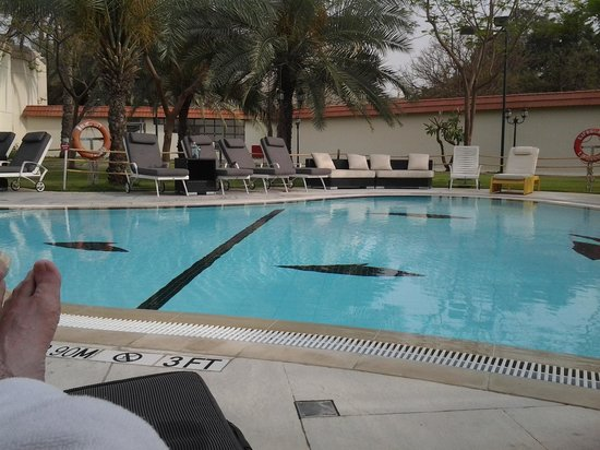 Le Meridien Dubai: piscines lounge