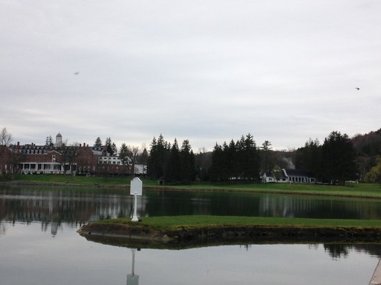 The Otesaga Resort Hotel: The 18th finishing hole. Must carry about 200yds over water