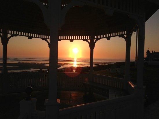 The Anchorage By the Sea: Sunrise from the gazebo