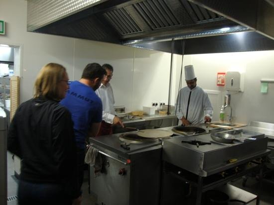Long Eaton, UK : Explanation of ovens on our kitchen tour.