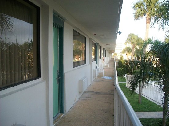 Motel 6 Cocoa Beach: patio