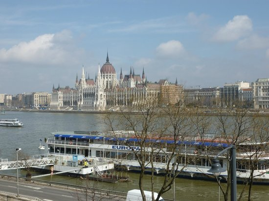 art&#39;otel budapest: The parliament building from our bedroom