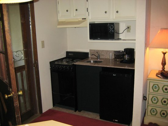 Helendorf River Inn and Conference Center: Kitchen with stove