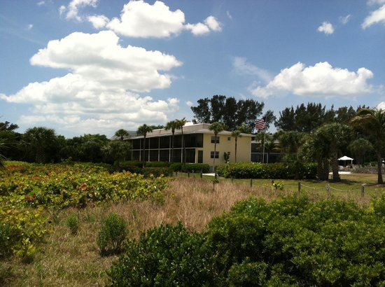 Sanibel Inn: Dune Daisy building