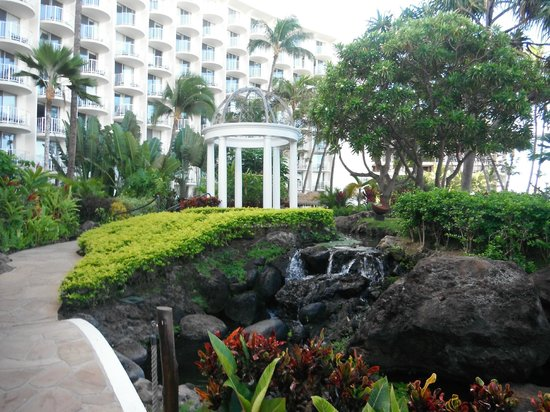 Westin Maui Resort And Spa : View on grounds; Wedding Chapel Gazebo in the distance 