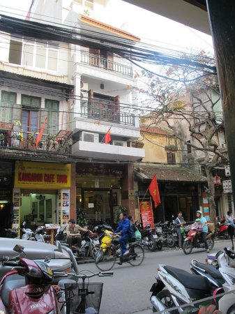 Hanoi Guesthouse: View from Tamarind Restaurant - across the street