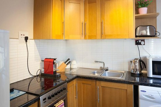 Harington&#39;s Hotel: City Pad Apartment Kitchen