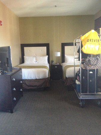 enVision Hotel Boston: such a roomy room with two beds!